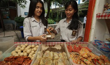 Thompson Reuters reports on drive to improve nutrition among Indonesian girls